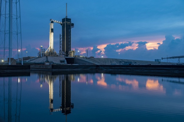 Космический корабль Crew Dragon компании SpaceX на старте 27.05.20. Фото: twitter.com/elonmusk