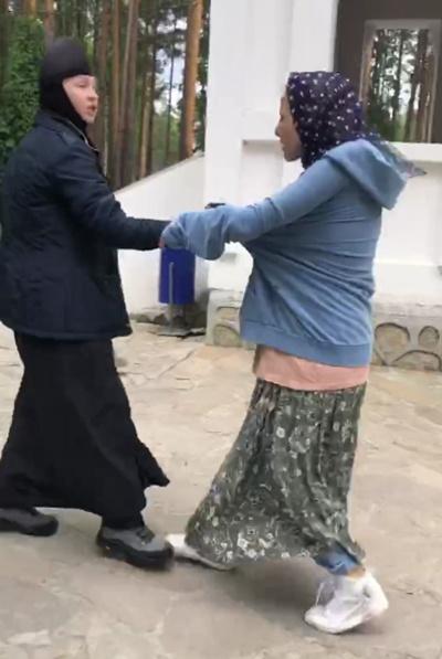 Ксения Собчак в Среднеуральском женском монастыре.|Фото: telegram-канал Кровавая барыня
