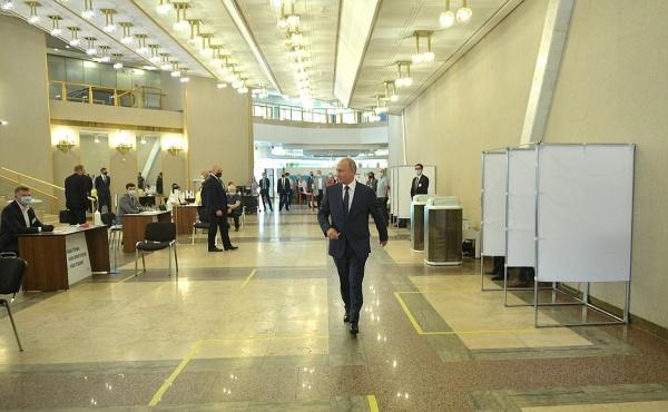 Путин проголосовал по поправкам в Конституцию 01.07.20. Фото: пресс-служба Кремля/kremlin.ru