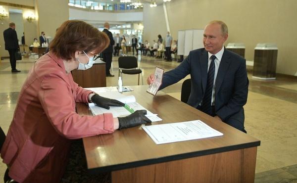 Путин проголосовал по поправкам в Конституцию 01.07.20.|Фото: пресс-служба Кремля/kremlin.ru